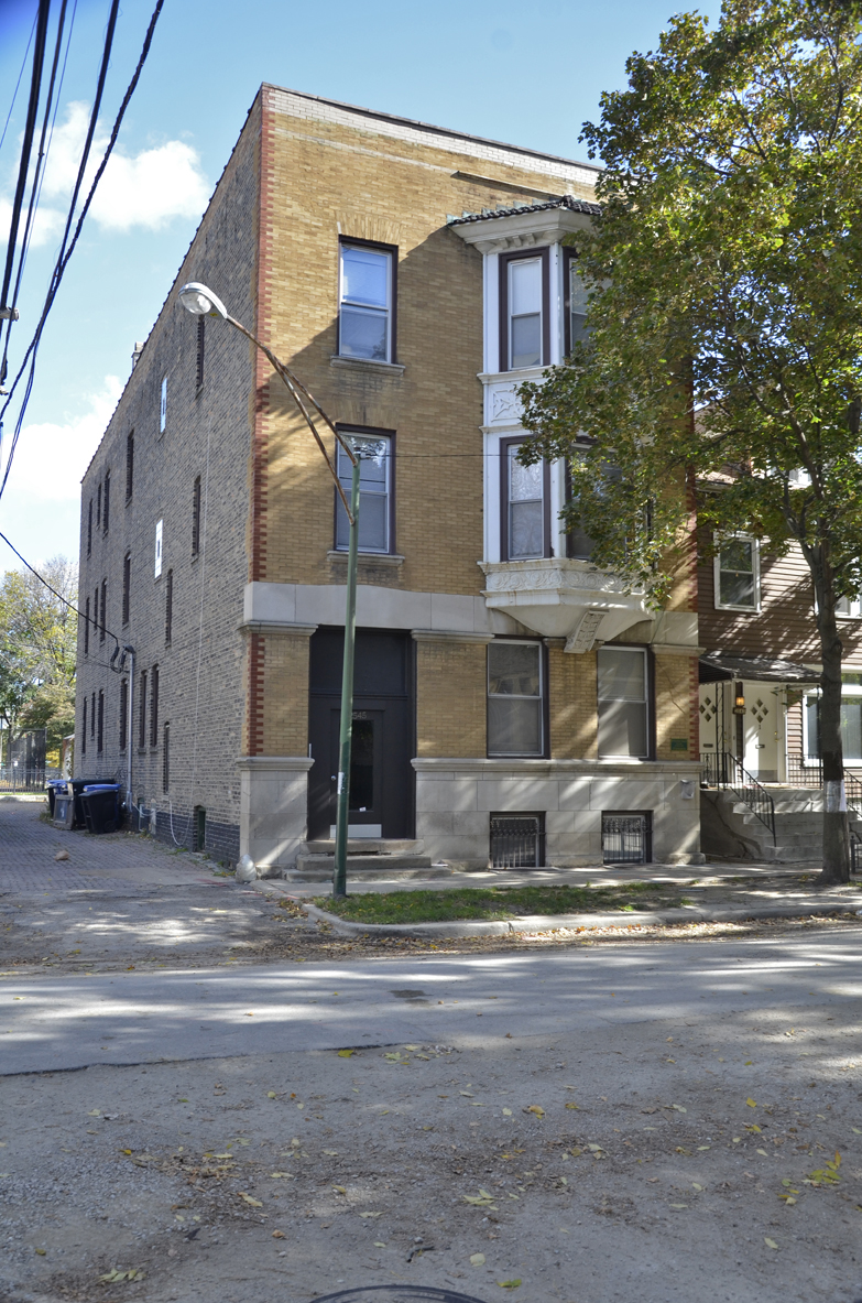 Rent 2545 n seminary ave chicago il 60614 radpad for Apartment landlord plans lincoln park expansion